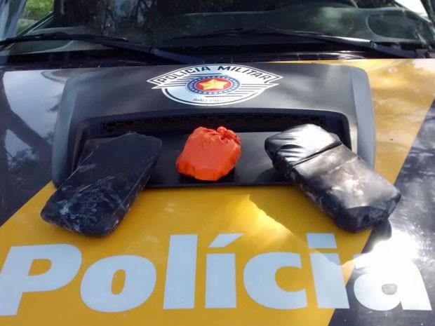 Crack estava escondido dentro do tanque de gasolina do veículo (Foto: Polícia Rodoviária/Cedida)
