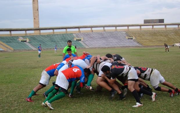Jogadores durante disputa entre Upaon Açu e Delta UFPI rugby (Foto: Wenner Tito)