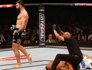Pie Grande desciende cinco posiciones y es el noveno en el ranking de la UFC despues de su derrota en Brasil