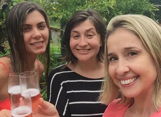 Letícia Datena, a jornalista Tabata Pitol e a assessora de imprensa Julyana Caldas (Foto: Reprodução/Instagram)