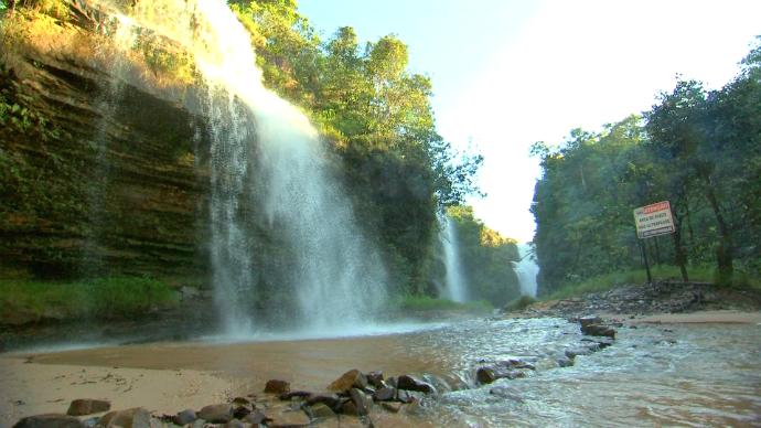 Cachoeira da fumaça, no município de Jaciara (Foto: Claudio Afonson/É Bem MT)