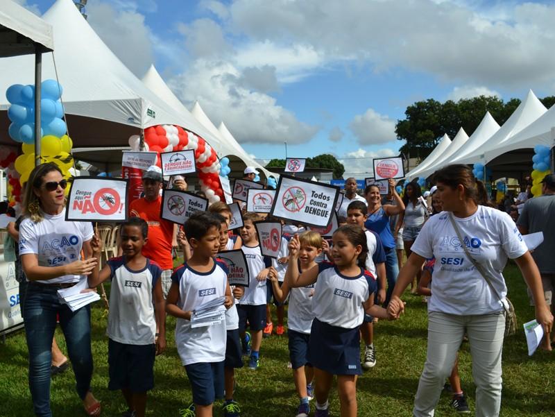 Crianças em ação de conscientização contra o Aedes Aegypit  (Foto: Marcio Facco)