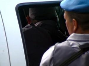 Policial Militar chega detido à Delegacia Seccional de Campinas nesta quarta-feira  (Foto: Reprodução / EPTV)