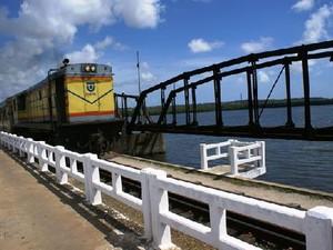 Trem da CBTU circulando em Natal (Foto: Divulgação/CBTU)