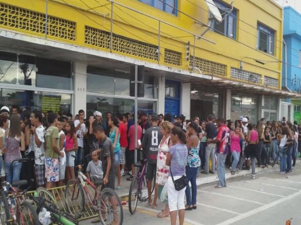 Cerca de 300 estudantes participaram do concurso (Foto: Reprodução/TV Tribuna)