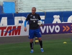 Marquinhos meia Grêmio (Foto: Tomás Hammes / GLOBOESPORTE.COM)