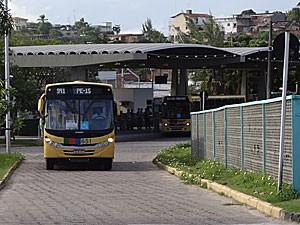 Terminal de ônibus da PE-15 - Paulista - Pernambuco (Foto: Katherine Coutinho / G1)