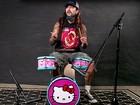 Mike Portnoy toca clássicos do rock em bateria da Hello Kitty; veja vídeo