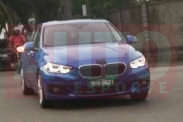 Flagra do BMW Série 1 Sedan no Brasil (Foto: Arthur Marchini / Autoesporte)