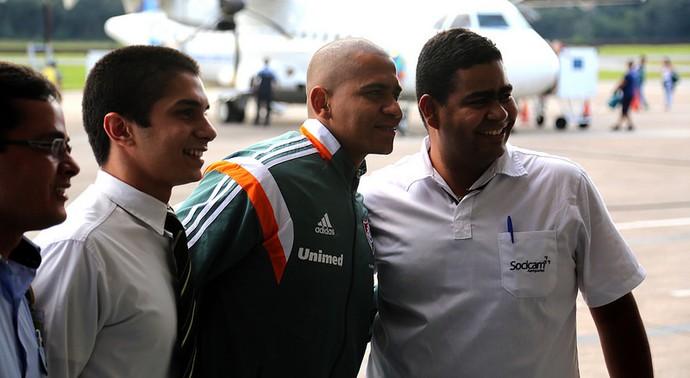 walter desembarque ipatinga (Foto: Nelson Perez / FluminenseFC)