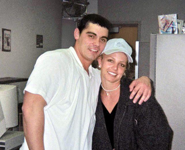 Britney Spears e Jason Alexander (Foto: Reprodução)