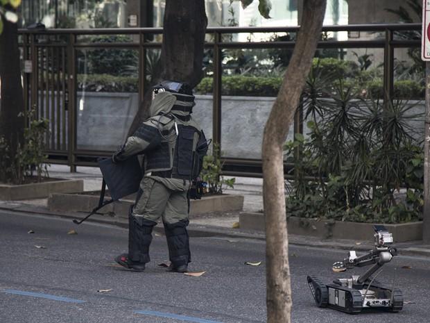 Esquadrão Antibomba analisou mala deixada no Leblon (Foto: André Carreira/Arquivo pessoal)