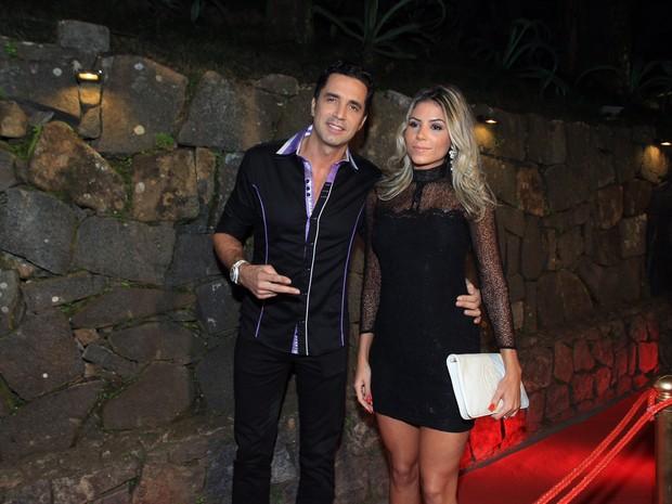 Latino e a modelo Fabi Araújo em festa no Rio (Foto: Marcello Sá Barretto/ Ag. News)