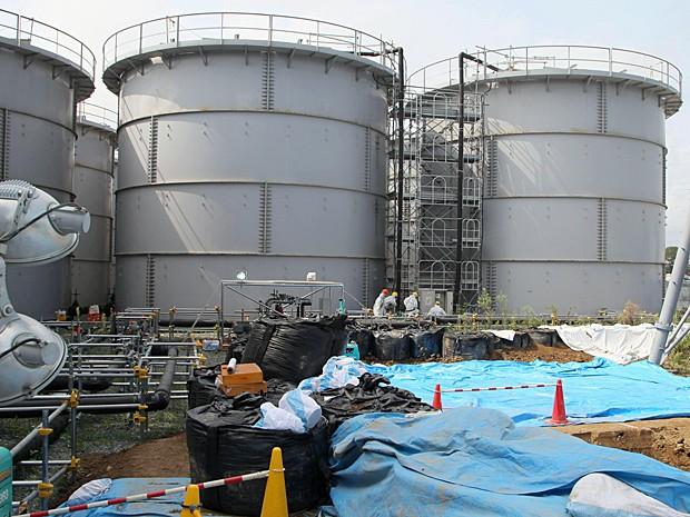 Tanques que armazenam água tóxica na usina de Fukushima, nordeste do Japão - Caça Vazamento Porto Alegre