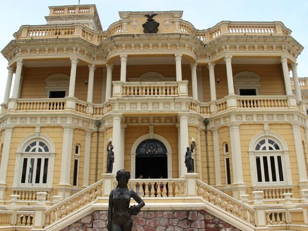 Palácio Rio Negro foi construído no final do século 19 (Foto: Suelen Gonçalves/G1 AM)