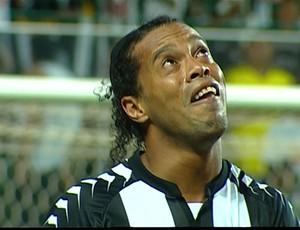 Ronaldinho Gaúcho chora após marcar gol (Foto: Reprodução Sportv)