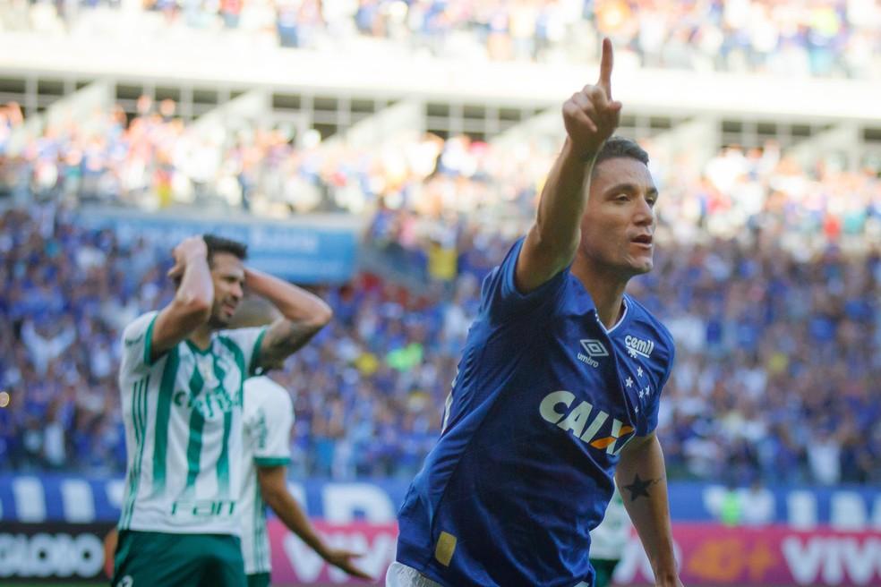 Thiago Neves comandou a vitória do Cruzeiro sobre o Palmeiras, no Mineirão (Foto: Agência Estado)