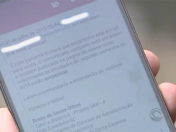 Em nota, cursos informaram alunos sobre adiamento do início das atividades (Foto: Reprodução/RBS TV)
