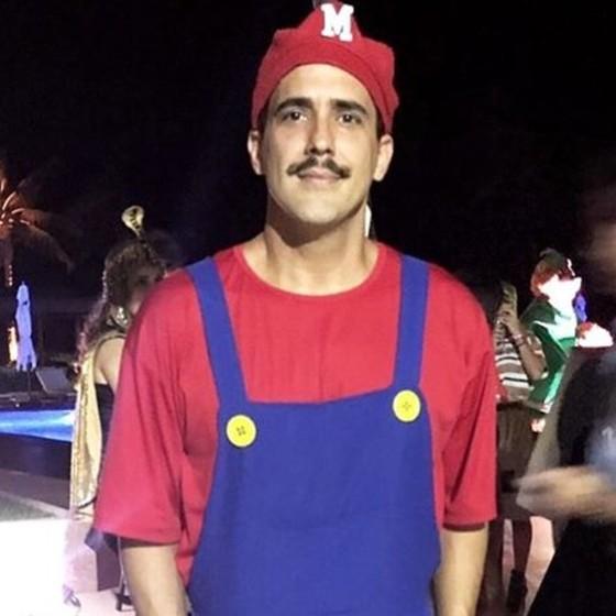 O ator e apresentador André Marques foi fantasiado de Mario Bros (Foto: Reprodução Instagram)