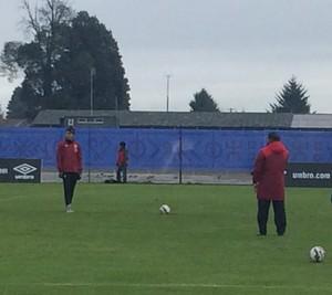 Guerrero treina pênaltis com a seleção peruana (Foto: Marcelo Hazan / GloboEsporte.com)