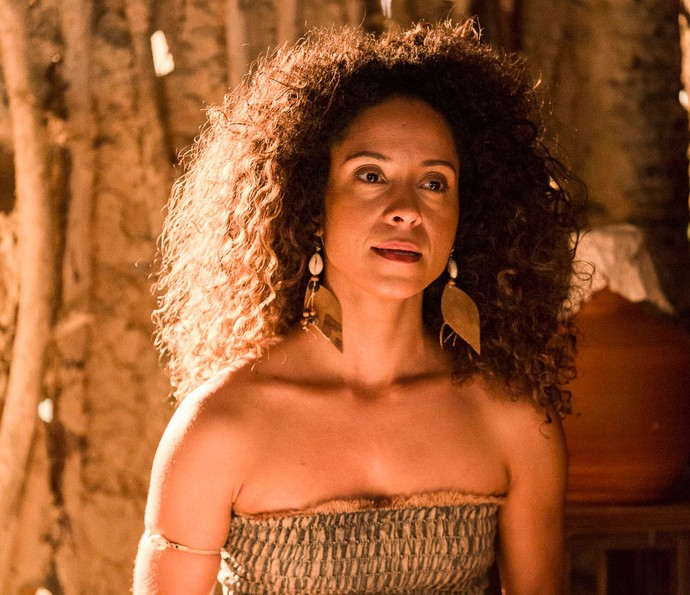 Vanda é a caiçara interpretada por Cinara Leal (Foto: Ellen Soares / Gshow)