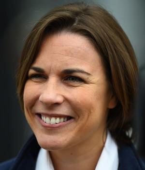 Claire Williams festeja boa fase da equipe e diz que quer mais (Foto: Getty Images)
