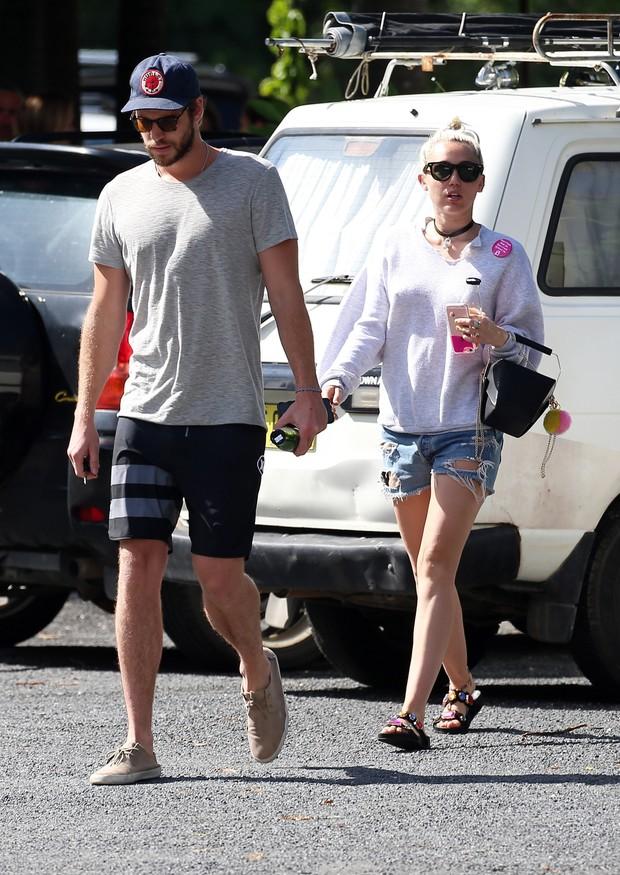 Liam Hemsworth e Miley Cyrus em Sydney, na Austrália  (Foto: AKM-GSI/ Agência)