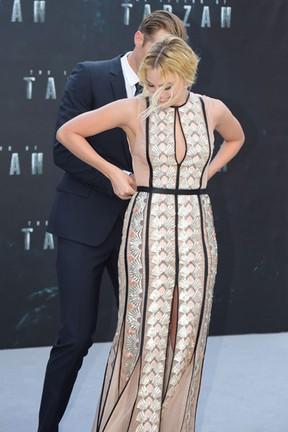 Alexander Skarsgard e Margot Robbie em première de filme em Londres, na Inglaterra (Foto: AKM-GSI/ Agência)