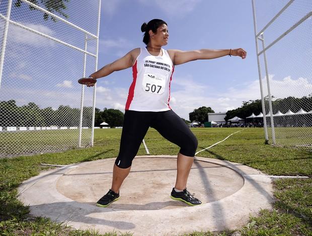 Izabela Silva bate recorde no lançamento de disco superando marca de atleta olímpica nas Olimpíadas Escolares (Foto: Fernando Soutello/AGIF/COB)
