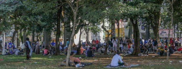 """Usuários de drogas ocupam a Praça Princesa Isabel, que está sendo chamada de """"nova cracolândia"""" (Foto: Fernanda Carvalho/FotosPublicas)"""