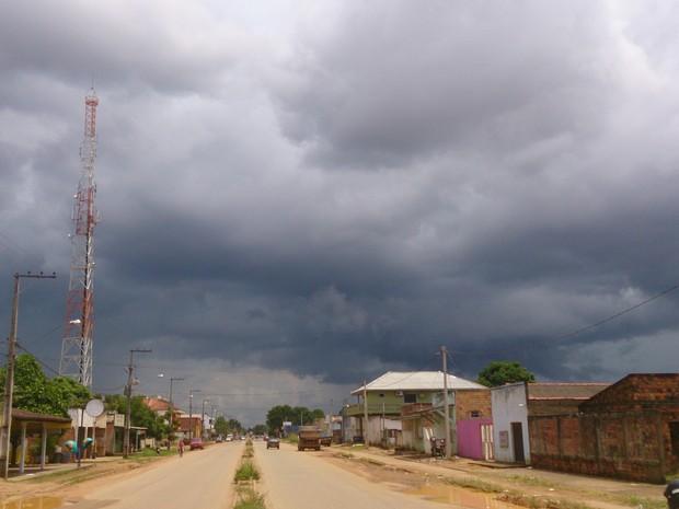 Área de Porto Velho sob céu nublado (Foto: Assem Neto)
