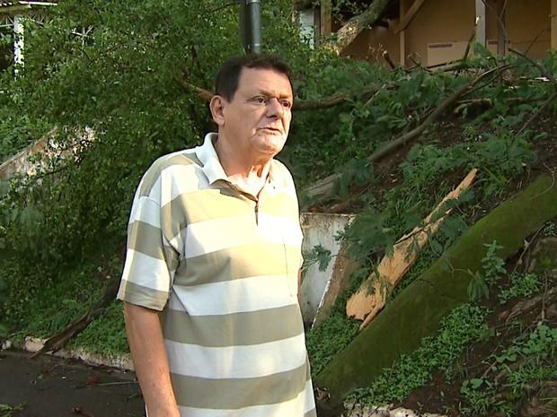 Maurílio Bianchi teve ferimentos na cabeça após telhado de banheiro desabar durante a chuva (Foto: Antônio Luiz/EPTV)