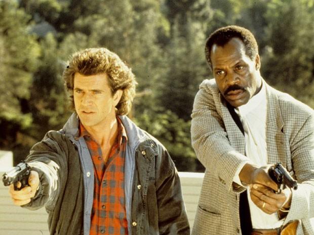 Mel Gibson (esquerda) e Danny Glover em cena de 'Máquina mortífera 2' (Foto: Divulgação)