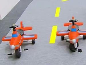 Aviões com pedais para crianças também fazem parte da atração no Iguatemi, em Campinas (Foto: Reprodução / EPTV)