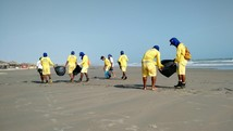 Cerca de 35 toneladas de lixo são retiradas das praias  (Reprodução/TV Clube)