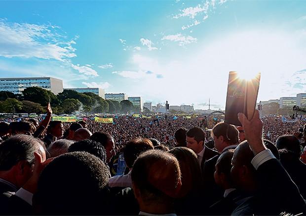 MILITÄNCIA Manifestação evangélica em  Brasília em 2013.  Na ocasião, o protesto era contra o aborto,  contra o casamento gay e contra a discriminação a religiosos (Foto: Sergio Lima)