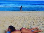 Liziane Gutierrez mostra foto na praia após cirurgia: 'Médico vai me matar'