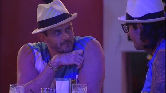 Marcos sobre discussão com Emilly: 'Não vou baixar a cabeça por dinheiro'