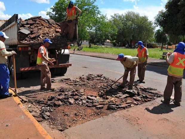 Prefeitura faz serviços de tapa buracos desde novembro na capital (Foto: Divulgação/ Prefeitura de Campo Grande)