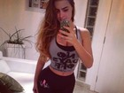 De novo? Rayanne Morais mostra cinturinha fina em selfie