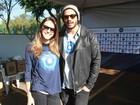 Raphael Vianna vai a evento com a namorada Angela Munhoz