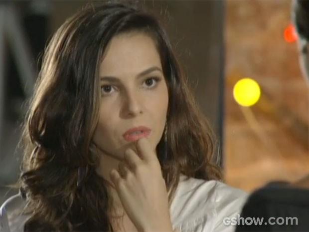 Marina está preocupada com o futuro (Foto: Em Família/TV Globo)