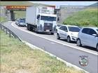 Trânsito lento marca chegada de turistas à Região dos Lagos, no RJ