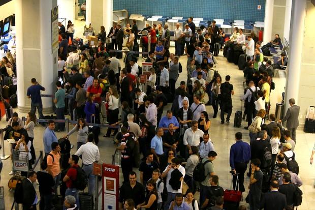 Aeroporto Santos Dumont lotado (Foto: Marcello Sá Barreto / AgNews)