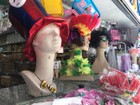 Saara adapta preços de fantasias para atrair clientes no carnaval da crise