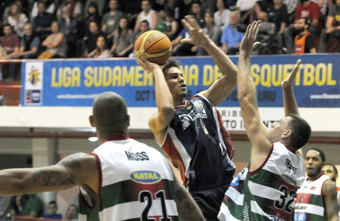Aguada-URU x Limeira, pela Liga Sul-Americana de Basquete (Foto: Divulgação / FIBA)