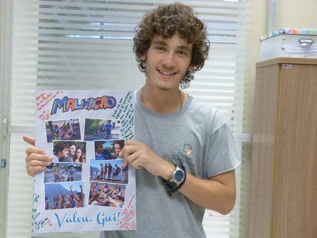 Guilherme Prates recebeu muitas homenagens nesse último dia de gravação (Foto: Malhação / Tv Globo)