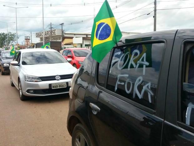 Carreata em favor do Impeachment ocorreu na manhã deste sábado (16), em Rio Branco, Acre (Foto: Iryá Rodrigues / G1)