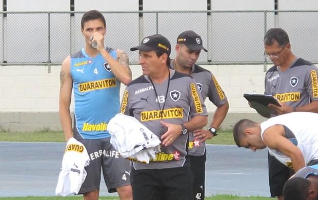 Bolivar treino Botafogo (Foto: Thales soares)