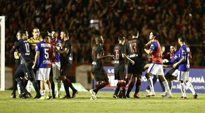 Atlético-PR, Paraná, confusão, Vila Capanema (Foto: Hugo Harada/Gazeta do Povo)